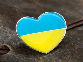 значок - серце з дер. символікою прапор України