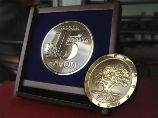 """медали """"avon"""""""