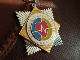 """Знак на планке """"ассоциация кардиологов украины"""""""